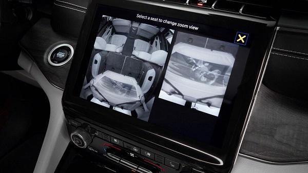 מצלמות ניטור של המושב האחורי
